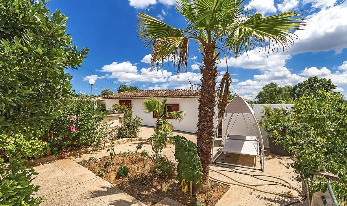 Finca auf Mallorca Costitx Vermietungslizenz Pool Garten